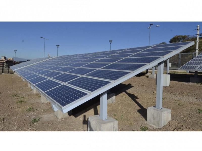 Paneles solares que darán energía a las carrozas de los estudiantes